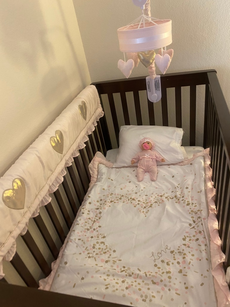 Photo Beautiful Wooden Crib and Lambs & Ivy Sweetheart Crib Bedding Set