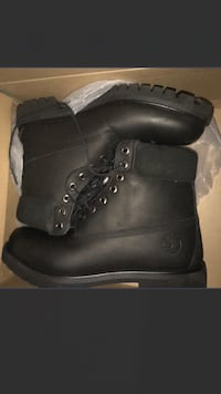 pair of black nubuck Timberland work boots with box Toronto, M2L 2N9