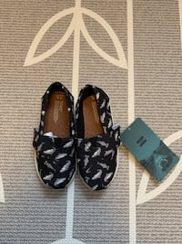 BNWT - baby Toms shoes T8