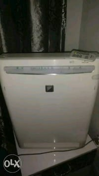 Daikin air purifier,with remote and new filter, Delhi, 110018