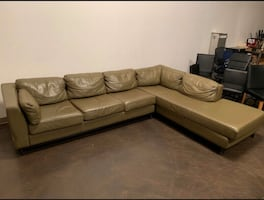 FREE DELIVERY AVAILABLE???????? - MODERN LEATHER SECTIONAL COUCH- GREAT COND