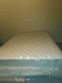 Serta Queen slee set (mattress, box spring, frame) Springfield, 65806