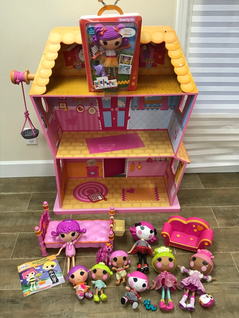 Lalaloopsy Doll House With Dolls, Furniture, Etc