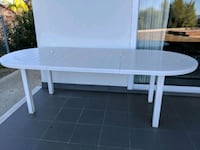 White expandable outdoor table Los Angeles, 91356