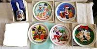 Set of 5 Disney Christmas Plate & 1 Bell Livermore
