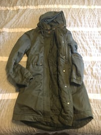 Navy green divided winter coat silky on the inside keeps warm and has lots of pockets also a zip up or button up Vancouver, 98682