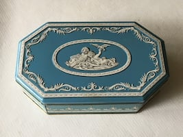 Vintage Wedgwood style cookie tin