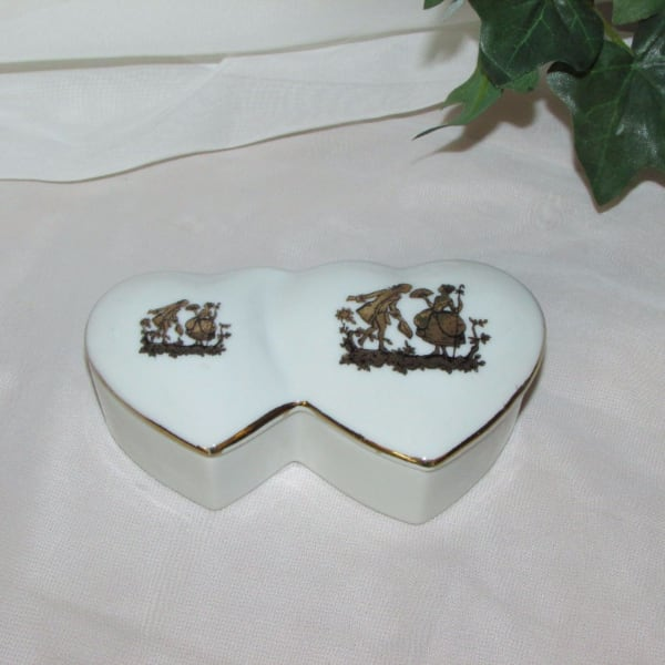 "$5 Porcelain Trinket Box Jewelry Ring 4 3/4"" Heart"