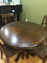 Round brown wooden table with four chairs dining set Brampton, L6P 3N1