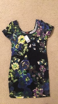 Medium forever 21 floral shirt dress, with tags Washington, 20001