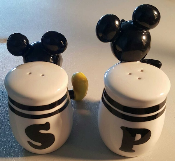 Mickey And Minnie Mouse Collectable Set!!! 826d2612-0ff1-42a9-9acf-323df108b3ba