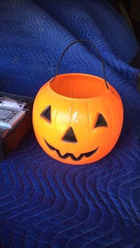 Halloween bucket Pickering, L1V
