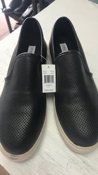 pair of black leather slip-on shoes Ventura, 93003