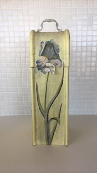 """Wooden box - I used it on my kitchen counter to hold spaghetti 4 1/2"""" wide x 14"""" high  Toronto, M8Y"""