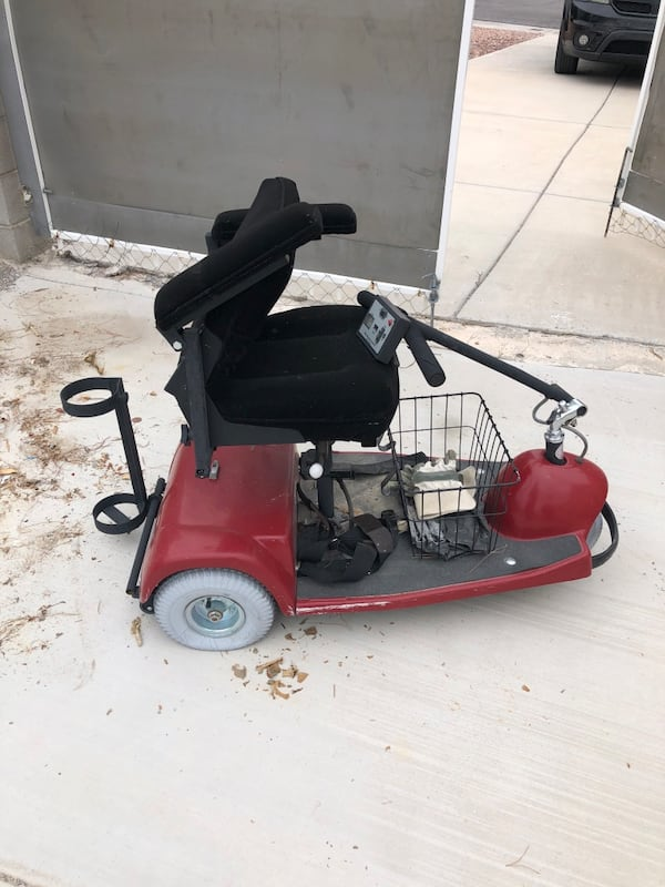 Mobility scooter for parts 8aa1276d-9cf0-4e03-afff-9959d0aaf4f9