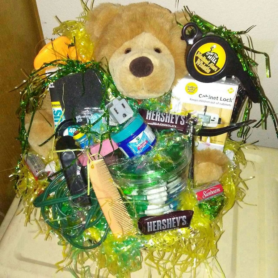 & Used Mens Gift Baskets $15 for sale in Milwaukie - letgo