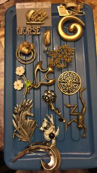 Various brooches & pins Dover, 19904