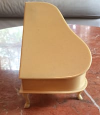 """Beautiful ivory little piano 6"""" by4"""" Vancouver, V6H 1S9"""