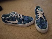 pair of blue-and-white Nike sneakers Fairfax, 22033