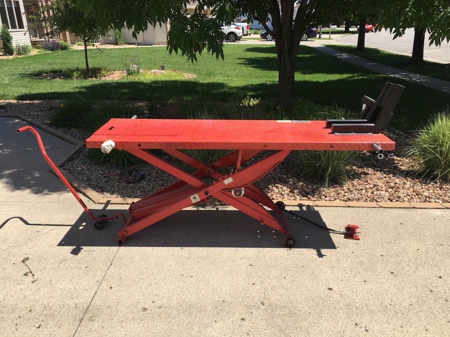 Photo Pneumatic lift table for motorcycles or what ever