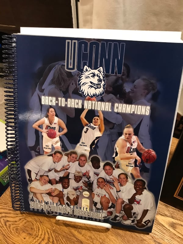 2004 UCONN Women's Basketball Guides 525c2762-4f6c-41f4-80c5-0b8b84850c18