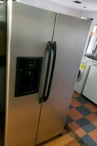 GE SIDE BY SIDE REFRIGERATOR  Long Beach, 90822