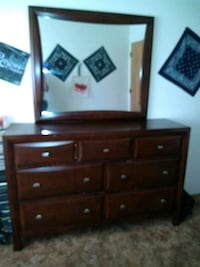 Nice dresser with 7 drawers with mirror 1621 mi
