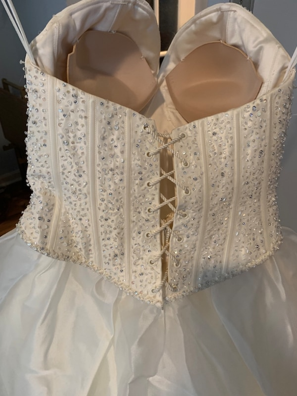 Wedding Dress 8bc5f1f8-b039-4edc-9bd3-68dbdd6e3d89