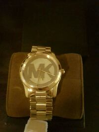 round silver analog watch with link bracelet Vaughan