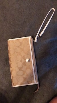 Coach medium wristlet London, N6A 1W1