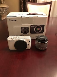 white Canon EOS M10 camera with box mint!! 538 km