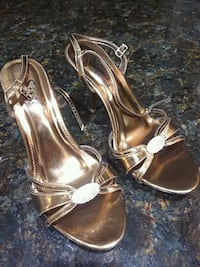New Gold heels size 7