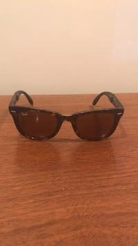 black framed Ray Ban wayfarer sunglasses Montréal, H2C 2P2