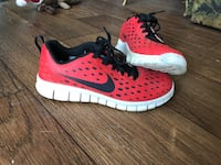 Red-and-black nike running shoes Cleveland, 37312