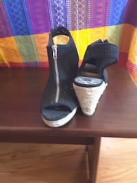 pair of black leather open-toe heeled sandals Claymont, 19703