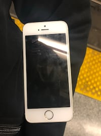iPhone 5s LOCKED WITH BELL!!! Toronto, M4W 3G9