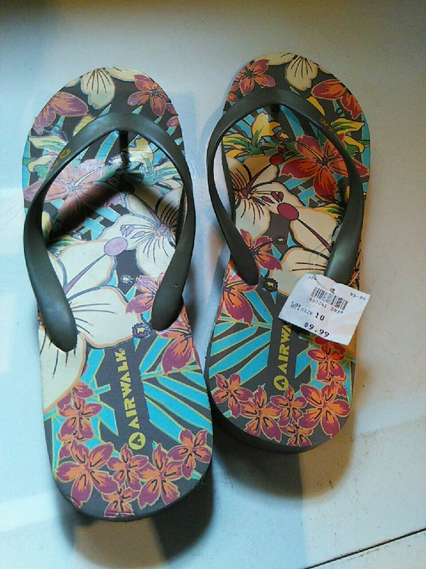 44e45e17e Used red and multicolored floral Air Walk flip flops for sale in Seattle -  letgo