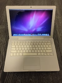2009 white MacBook  Richmond Hill, L4C 5J9