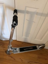 black and gray Razor kick scooter Ottawa, K1K 4V6