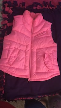 Pink zip-up bubble vest St. Louis, 63111