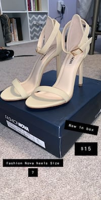 Fashion Nova Heels Size 7 , 02703