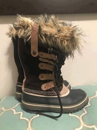 Sorel Joan of Arctic Winter Boots NL-1540-248 Hawk Women's Size 5  Excellent Condition, worn a few times.  Smoke and pet free home.  VIEW MY OTHER ADS!!