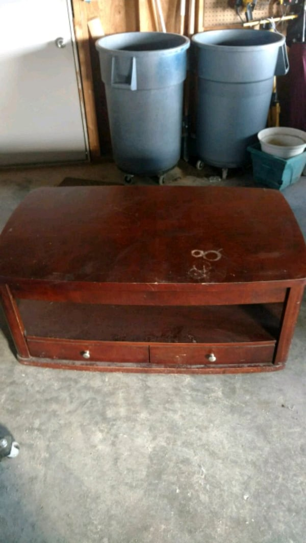 Coffee table 664957c2-2fb5-44a5-a448-30bf8f938eec