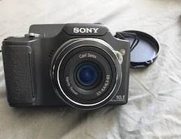 Sony DSC H-20 Camera with 10.1 Megapixel and 10x Optical Zoom