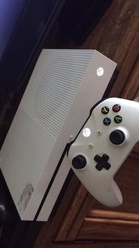 white Xbox One console with controller Montgomery Village, 20877
