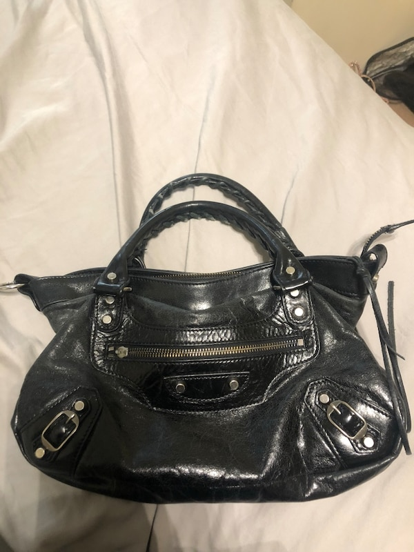 Authentic vintage Balenciaga city bag. Missing long strap but easily replaceable. Missing pull for zipper on front pocket. Great for if you have time to fix her up!