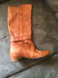 Unpaired brown leather cowboy boot Toronto, M3M 2G7