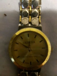 round gold-colored analog watch with link bracelet Windsor