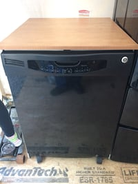 Black and gray whirlpool dishwasher 220 km