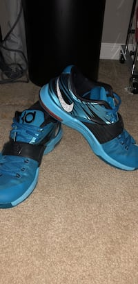 pair of blue-and-black Nike basketball shoes Papillion, 68133
